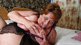Big mama squirts and gets a face full of cum