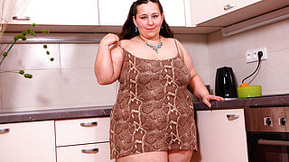 Fat beauty getting naked on kitchen