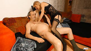 XXX OMAS  German granny puts her mature twat to good use