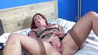 Sexy Mature Mom and Wife FROM SEXDATEMILF.COM with very Hungry Pussy