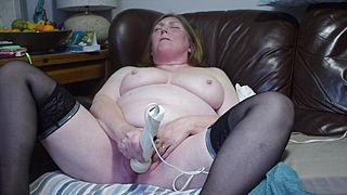 58YR OLD MARRIED CUMSLUT LOVES TO CUM WITH HER MAGIC WAND