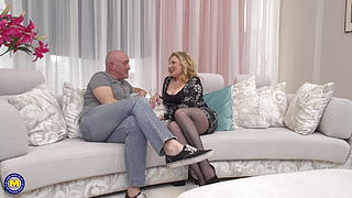 Busty mom with a big booty fucks bald dad