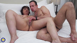 Home sex with hungry mom
